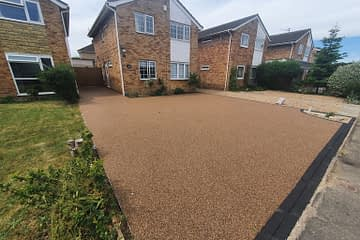 Britney Bronze Resin Driveway Being Installed in Werrington