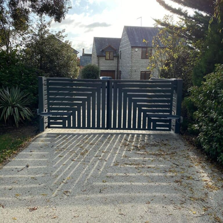 Electric automated driveway gates