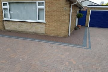 Resin Pathway complimenting Block Paving