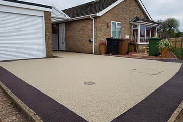 Split Coloured Resin Bound Driveway